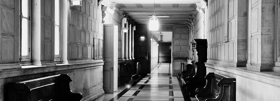 Couloir du Palais de Justice de PARIS © Cabinet MCE - Marie Camille ECK, Avocat au Barreau de PARIS
