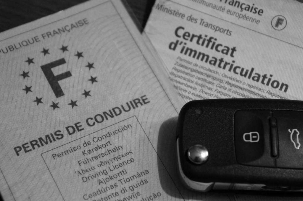Permis de conduire, certificat d'immatriculation et clef de voiture © Cabinet MCE - Marie Camille ECK, Avocat au Barreau de PARIS