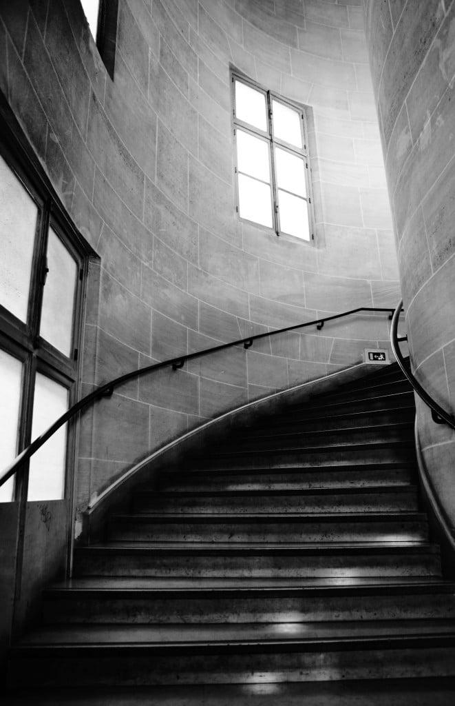 Escalier menant aux cabinets des Juges aux affaires familiales - Palais de Justice de PARIS © Cabinet MCE - Marie Camille ECK, Avocat au Barreau de PARIS