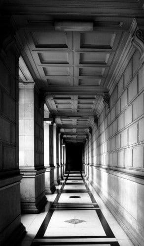Long couloir Palais de Justice de PARIS © Cabinet MCE - Marie Camille ECK, Avocat au Barreau de PARIS
