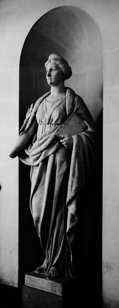 Statue à la main coupée Palais de Justice de PARIS © Cabinet MCE - Marie Camille ECK, Avocat au Barreau de PARIS