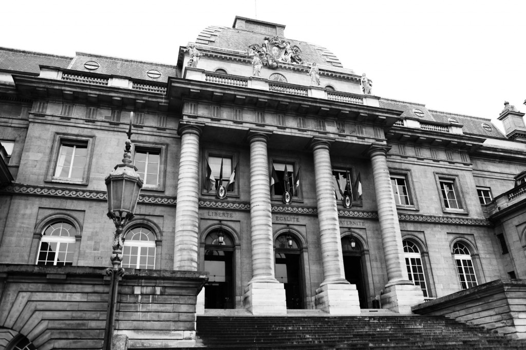Marche de l'entrée principale du Palais de Justice de PARIS © Cabinet MCE - Marie Camille ECK, Avocat au Barreau de PARIS