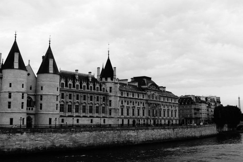 Conciergerie, Palais de Justice de PARIS et tour Effeil © Cabinet MCE - Marie Camille ECK, Avocat au Barreau de PARIS