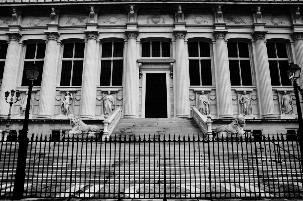 Entrée du Palais de Justice de PARIS côté place Dauphine © Cabinet MCE - Marie Camille ECK, Avocat au Barreau de PARIS