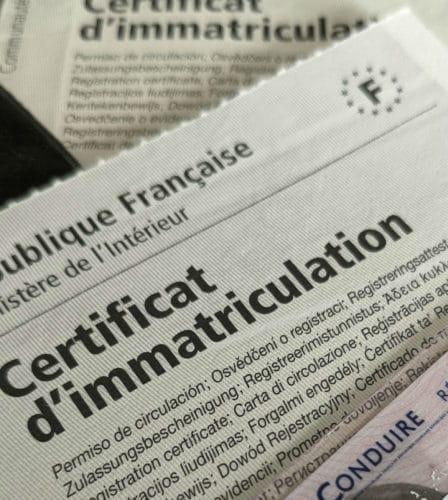 Certificat d'immatriculation et permis de conduire © Cabinet MCE - Marie Camille ECK, Avocat usurpation d'identité